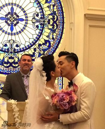 戚薇李承铉美国完婚 热吻许下爱的誓言
