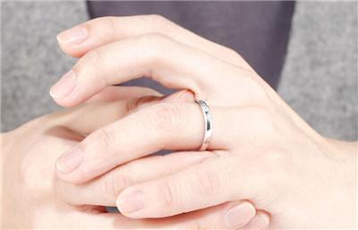 男人戴戒指的含义
