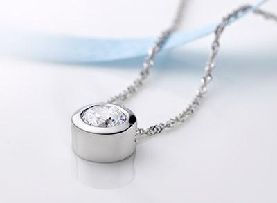 两克拉钻石吊坠多少钱 两克拉项链