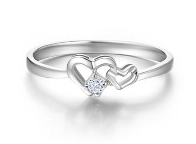 求婚戒指和结婚戒指一起带