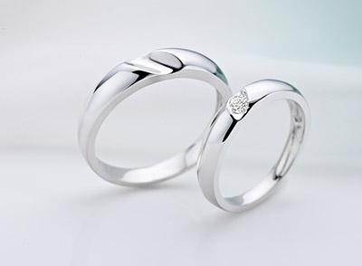 情侣带什么戒指好_情侣戒指带哪个手指